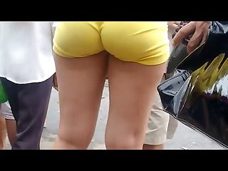 Big bubble butt teen with yellow short spandex