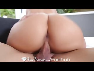 Hd puremature phoenix marie welcomes her man with wet pussy