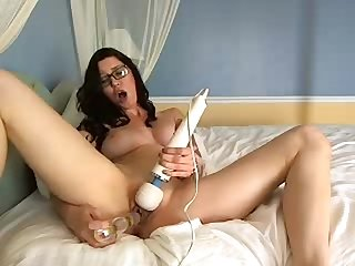 Amber Hitachi cum