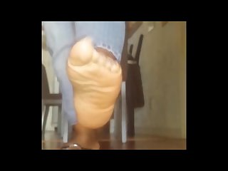 Ebony feet bust a nut