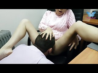 Boss eats his secretary S juicy pussy instead of lunch and makes her cum