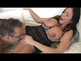 800dad Ariella ferrera spreads her cunt for handyman cock