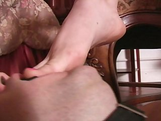 Mistress varla heels and foot slut