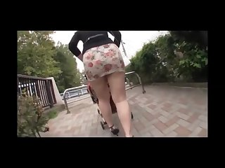 Japanese mother big ass in tight miniskirt in a park enjoy upskirt big ass