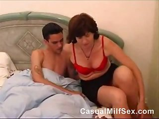 Old mature mom from casualmilfsex dot com attracted to a young guy