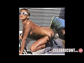 Nude celebrity rihanna full frontal