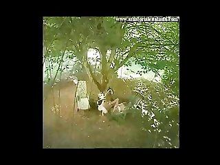 Matura si scopa l amico del figlio durante un picnic