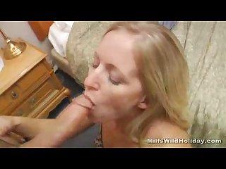 Milf zia sucks a strangers cock