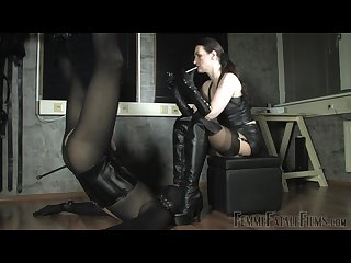 Lady victoria leather smoking