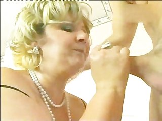Slut mature ramming the rod