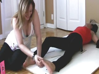 Jasmine ultimate foot Tickling