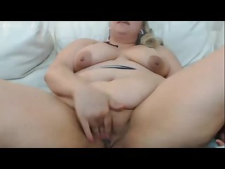Fat milf masturbating and squirting