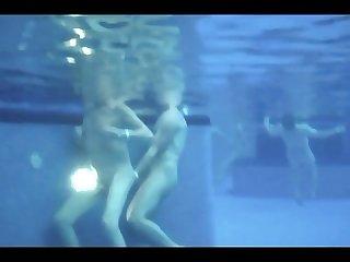 Putaria na piscina do clube
