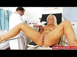 Foxy blondie gets a mommy gyno