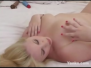 Blonde Yanks BBW Maliyah Madison Masturbates