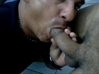 Paraense guloso mamando rolo