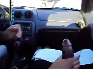 Punheta no carro handjob in the car