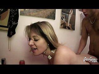 Camille en couple ou en gangbang elle veut du sexe