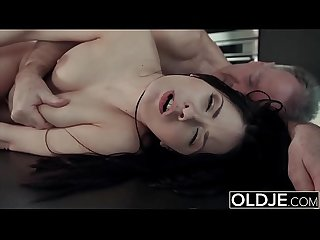 Brunette gets pussy fucked and takes cumshot on her face