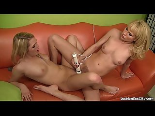 2 Frisky Blondes Make Each Other Cum