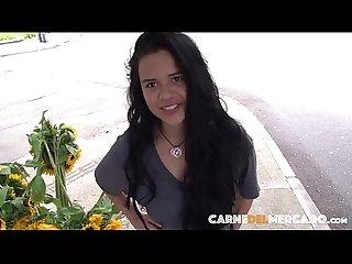 Cogiendo a la colombiana vendedora de flores