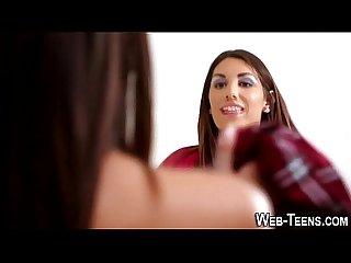 Gorgeous teen eats pussy