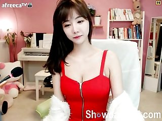 Super cute korean teen Girl dance on webcam online at showcamgirl period com