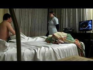 Convenciendo a la maid de coger