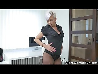 Euro Milf kathy White gives her pantyhosed pussy A treat