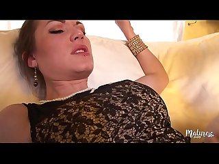 Victoria, mature sexy se fait baiser par son associ�