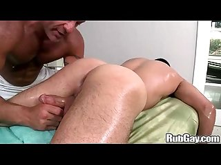 Rubgay muscule latino massage