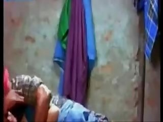 Indian Bhabhi makeout herself