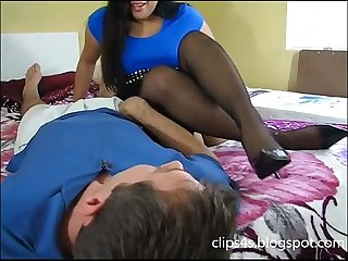 Smelling feet Hj clips4s blogspot com