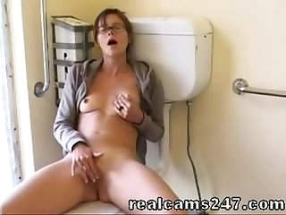 Sexy girl masturbates in bathroom realcams247 com