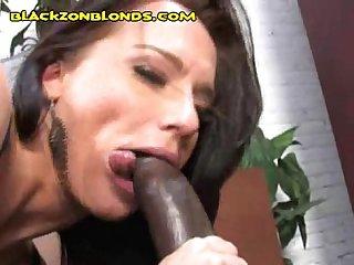 Hung black stud gets great bj