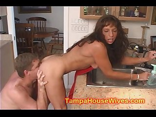 Milf gets her asshole sucked out and squirts