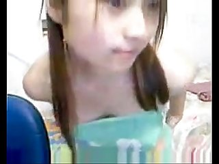 Cute asian girl chat with her asiancamgirls mooo com