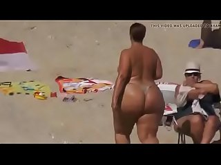 Bunda grande extreme big phat ass booty topless sunbathing string