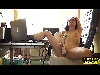 Clitrubbing uk slut playing with vibrator