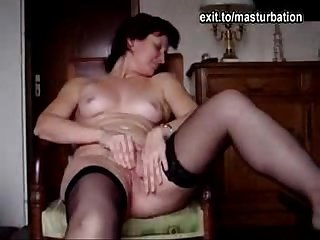 Angie(40) maturbating and cumming 3 times