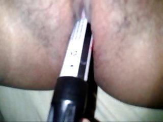 Jovencita se masturba con marcadores escolares