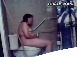 Eline masturbating on the Toilet