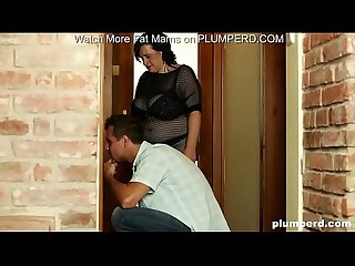 Fat MILF call plumber but she can't hold facesitting on him