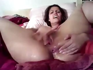 Amateur masturbates and squirts on webcam www enjoyablecams com