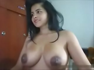 Indian cam girl with huge tits - HornySlutCams.com