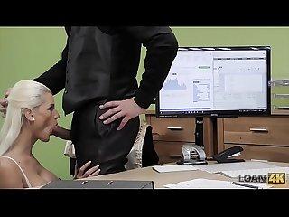 Loan4k period negociando con la duea de la tienda de lencera desnuda