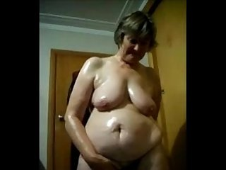 Oiled bbw mature masturbating