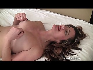 Sexy Yanks MILF Tirrza Thompson Plays With Her Nipples