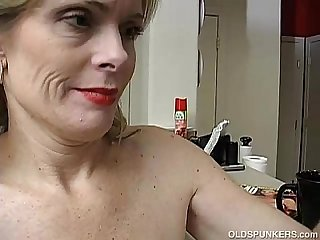 Super sexy older lady is so horny she has to masturbate