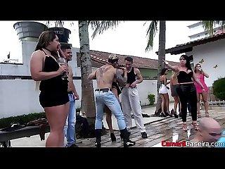 Sarah Rosa E Amigas fazem mega suruba na piscina